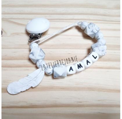 Attache tétine marbre blanc
